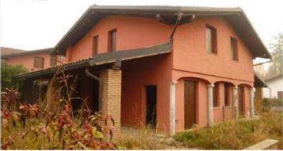 Villa for Sale in Fino Mornasco